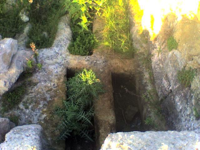 le pietre megalilitiche messapiche hanno in alcuni punti il taglio ...